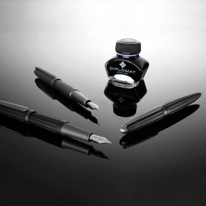 diplomat-aero-fountain-pens-black