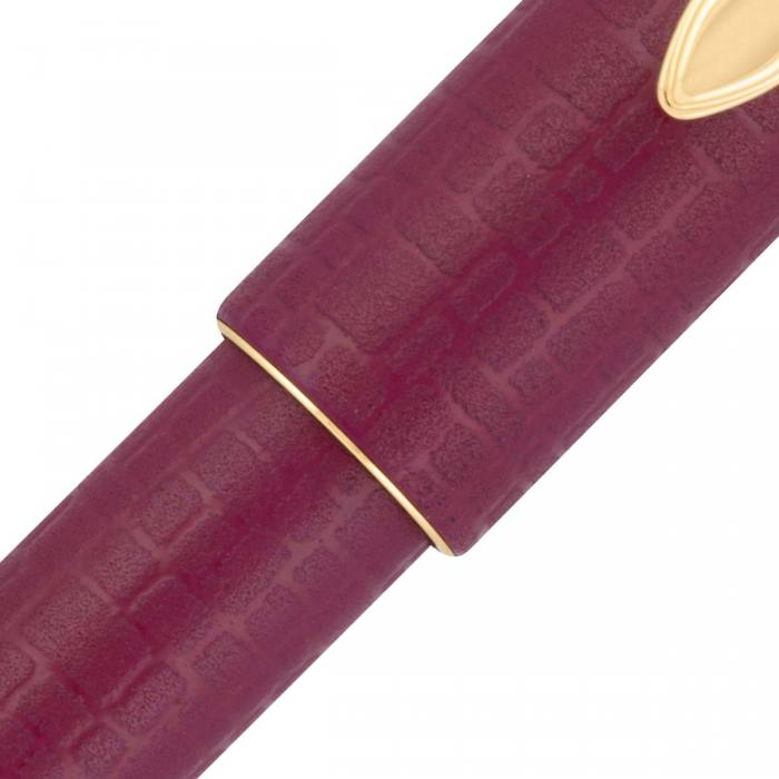 Pilot-Ishime-Red-fountain-pen-capped-closeup-nibsmith